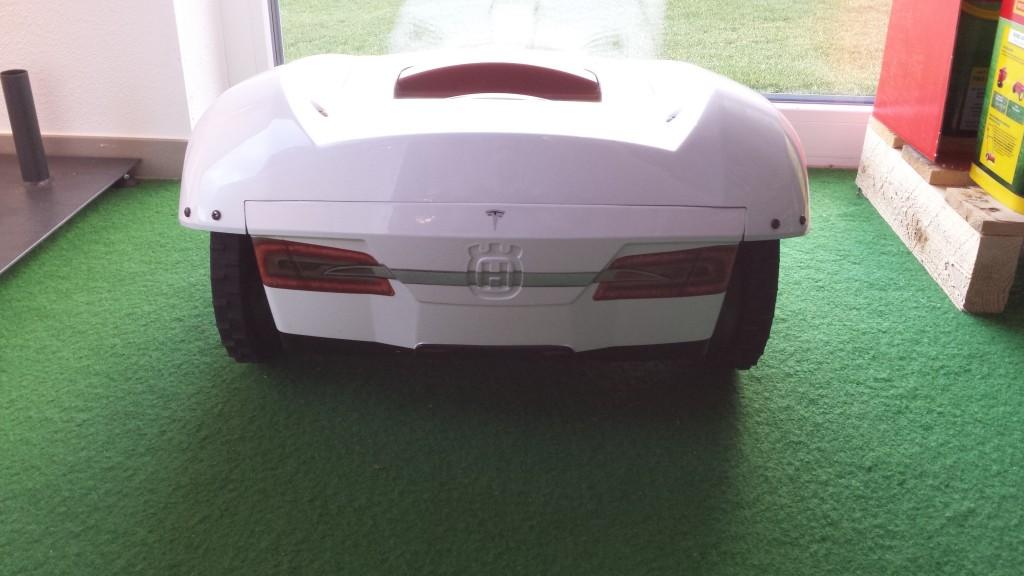 Automower-220AC-Tesla-Modell-hinten