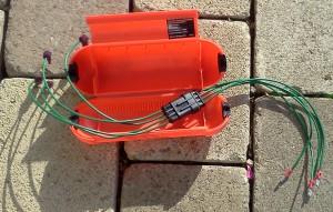 Automower-Stecker in oranger Winter-Box