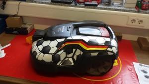automower-310-fussball-linke-seite