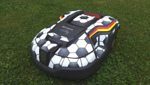 automower-310-fussball-schraeg