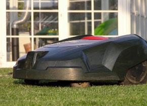Rasenmäher Roboter Test zwischen Robomow und Automower