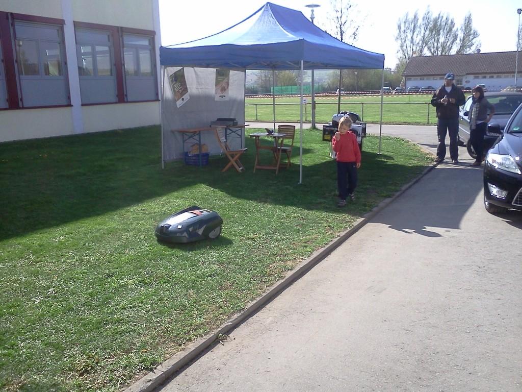 Rasenmäher Roboter Demofläche außen