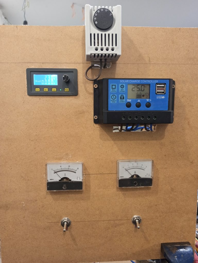 Rasenroboter-Solar-Anlage-Schaltbrett