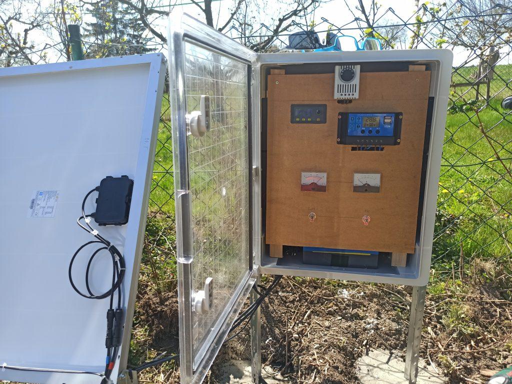 Rasenroboter-Solar-Anlage-Schaltkasten-taumelscheibe@t-online.de