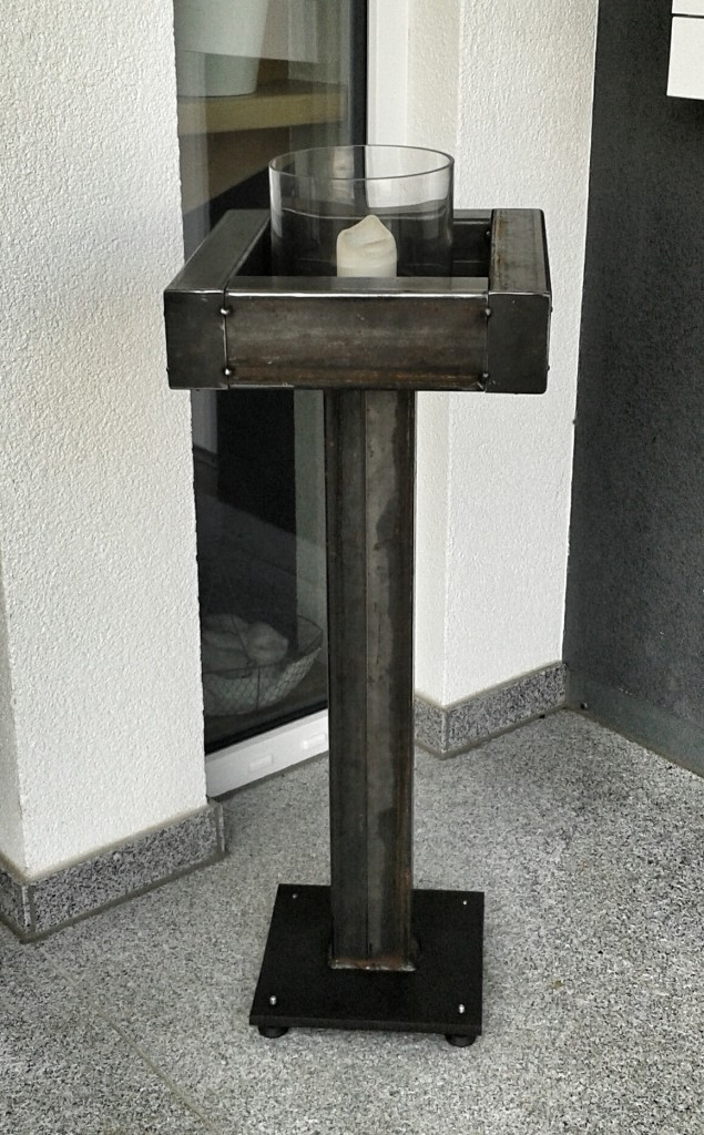 Dekostaender-Stahl