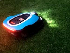 Rasenroboter-Gardena-Sileno-LED-Beleuchtung