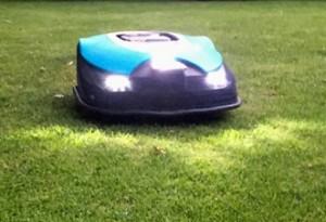 Rasenroboter-Gardena-Sileno-LED-Front-Scheinwerfer-tag