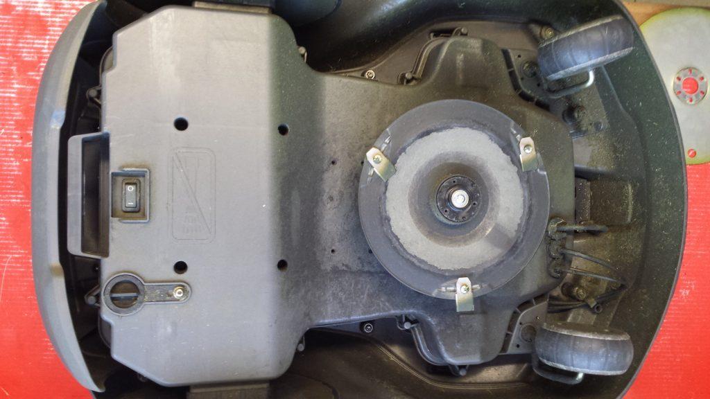 Automower-430-x-von-unten-ohne-Gleitteller