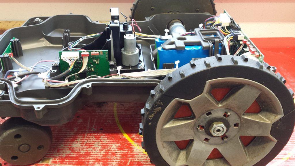 Automower-430X-seitlich-mit-Rad