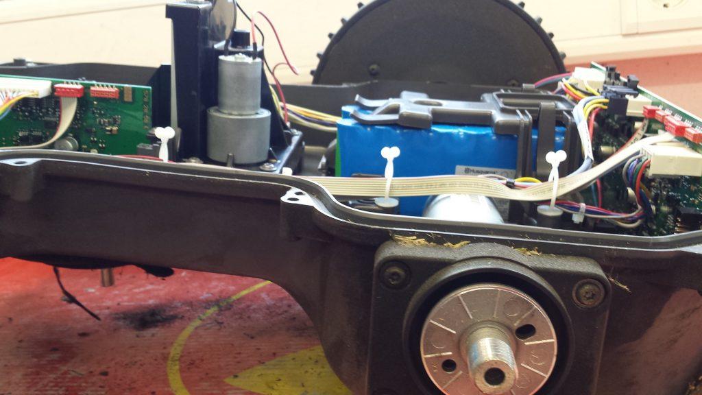 Automower430x-seitlich-ohne-Rad