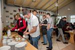 Rasenroboter-Haendler-Treff-Kaffee-Kuchen