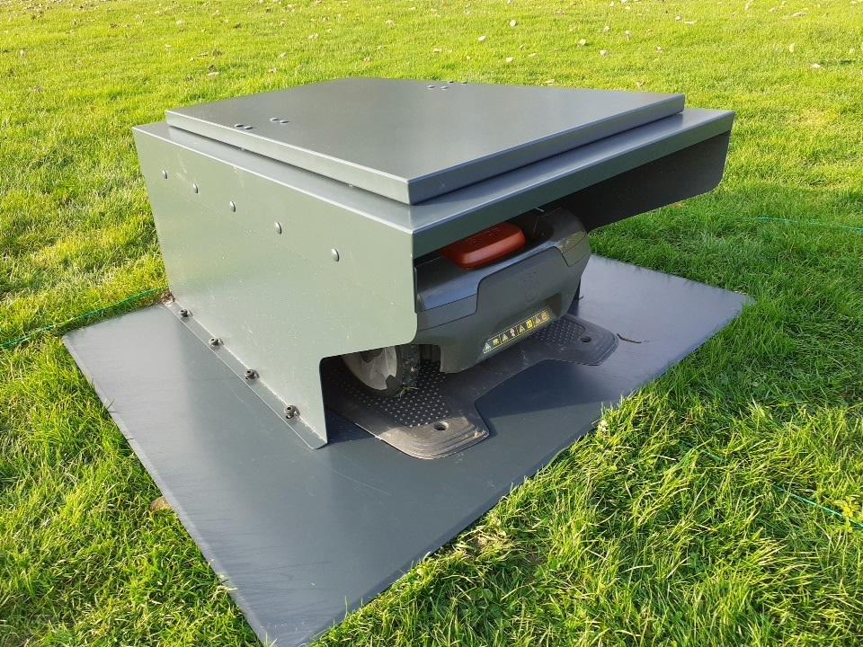 Alu-Garage-klappbar-mit-Bodenplatte-Automower-430X-seitlich