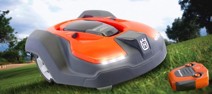 Spielzeug-Automower ist im Anrollen