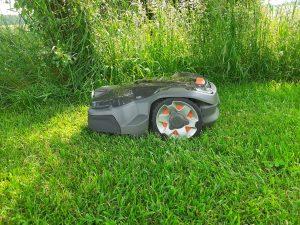 Automower-415x-seitlich-Gras